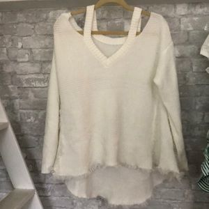 Sweaters - Whit sweater with cut out shoulders